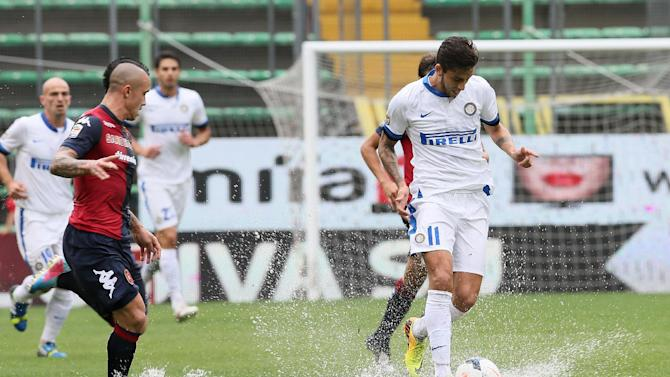 Inter Milan's Ricardo Alvarez, right, and Cagliari's Radja Nainggolan run for the ball during their Serie A soccer match, at the Nereo Rocco Stadium in Trieste, Italy, Sunday, Sept. 29, 2013