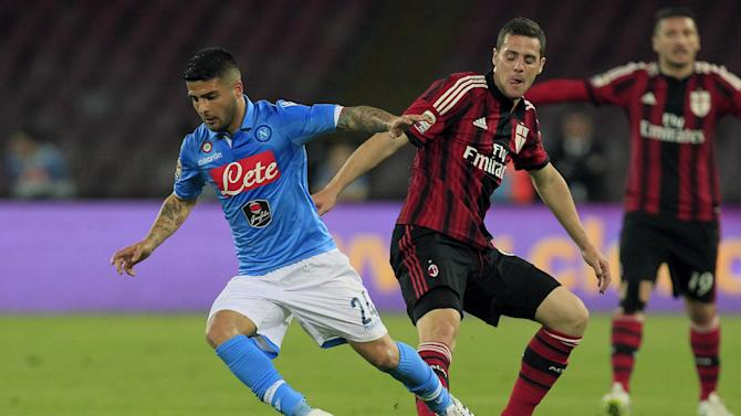 Serie A - Napoli thump Milan to boost top-four prospects