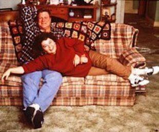 Who knew Roseanne's couch was so stylish!
