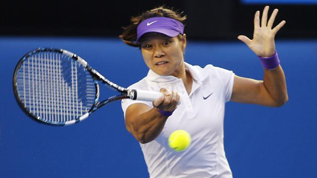 Tennis - Li overcomes Peng to defend Shenzhen Open title