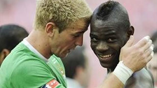 Hart y Balotelli salvan al City 'in extremis'