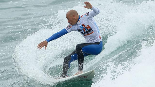Surfing: Slater suffers shock elimination in Portugal