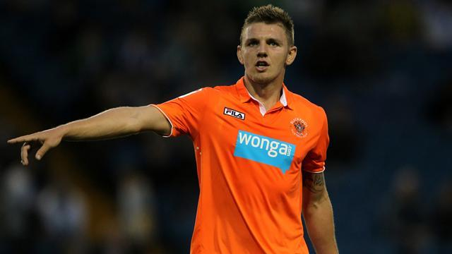 League Two - Eastham signs Dale deal