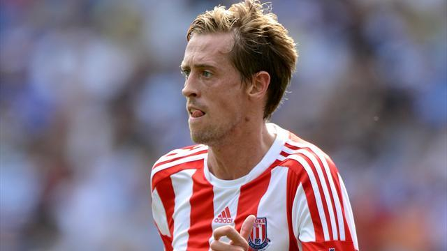 Premier League - Hughes: Crouch going nowhere