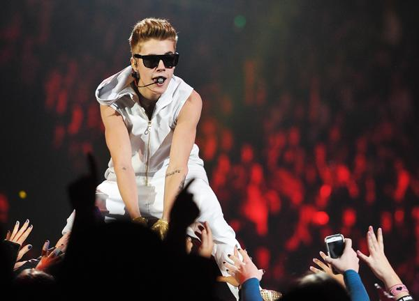 Judge Dismisses Anti-Paparazzi Charges in Justin Bieber Case
