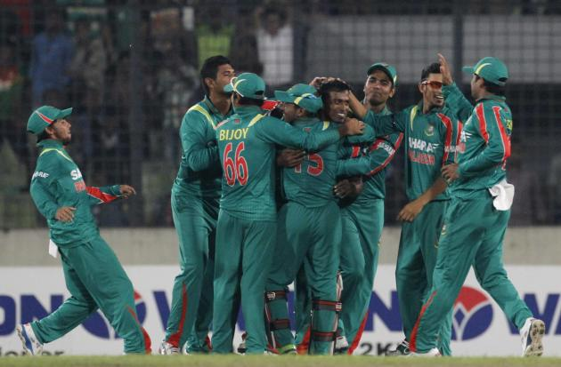 Bangladesh's fielders congratulate Hossain after he dismissed New Zealand's Taylor successfully during first one-day international cricket match in Dhaka