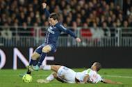 Brest's defender Ahmed Kantari (R) vies for the ball with Paris's forward Kevin Gameiro (L) during the French L1 football match Brest vs Paris Saint-Germain (PSG), on December 21, 2012