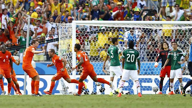 World Cup - Dutch break Mexican hearts with late double