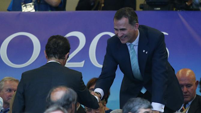 Spain's King Felipe shakes hands with Fabio Capello in the stands