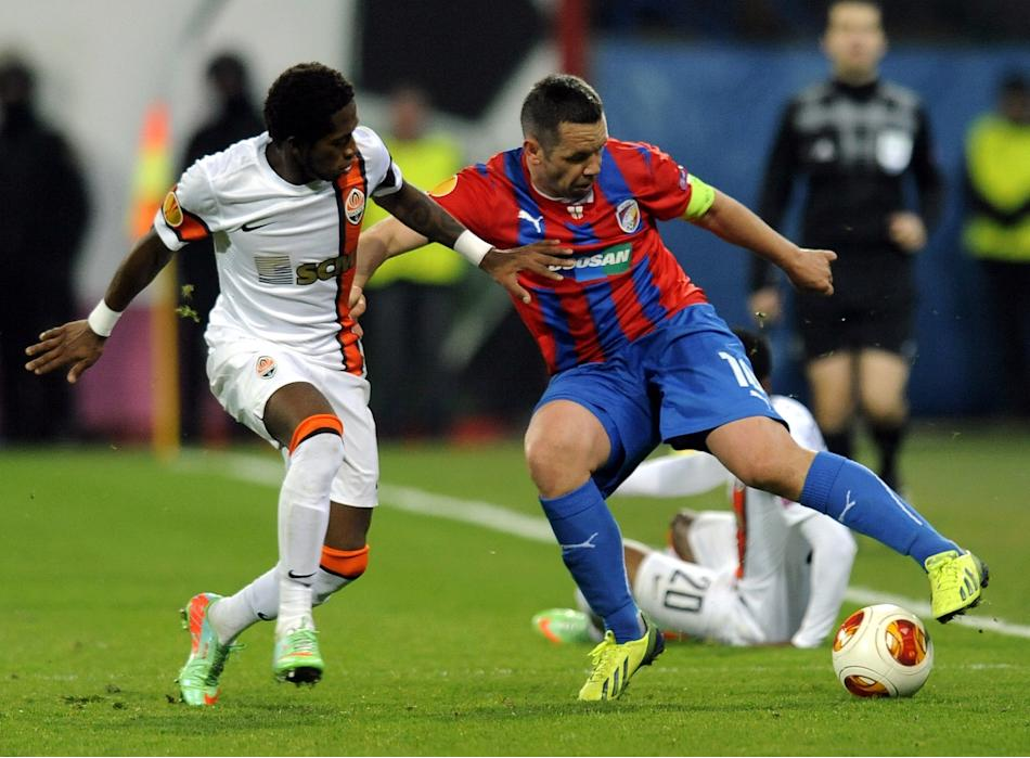 Pavel Horvath of Viktoria Plzen, right, challenges Fred of Shakhtar Donetsk, left, during their Europa league round of 32 first leg soccer match in Plzen, Czech Republic, Thursday, Feb. 20, 2014. (AP