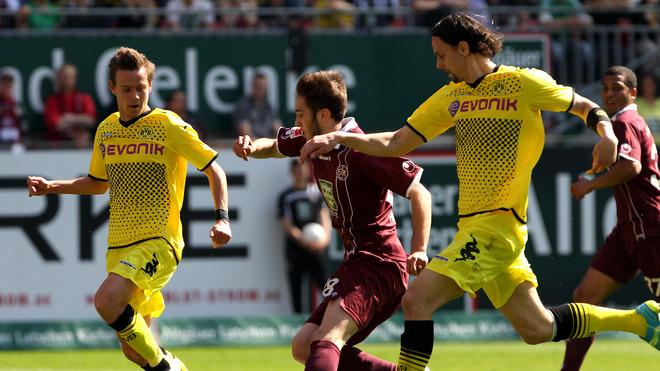Kaiserslautern's Greek Midfielder Konstantinos Fortounis(C) And Dortmund's US Defender Neven Subotic (R) Vie For The AFP/Getty Images
