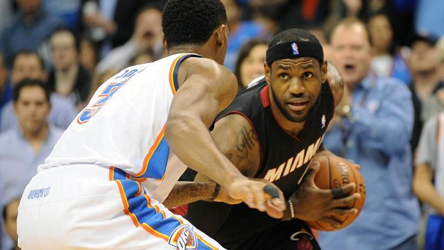 Basketball - LeBron pours in 33 as Heat silence Thunder
