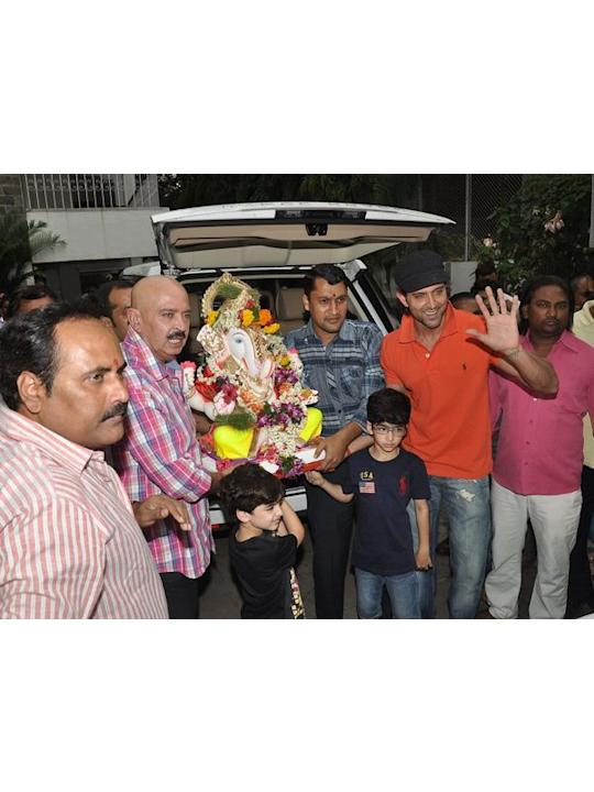 Hrithik Roshan along with father Rakesh Roshan and his munchkins Hrehaan and Hridhaan bid goodbye to the God of prosperity.