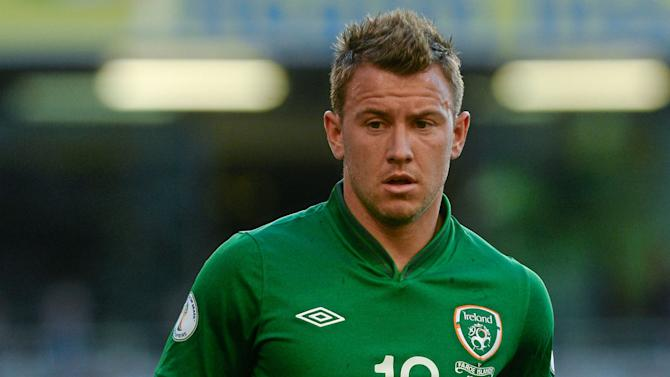Ireland international Simon Cox joins Southend United