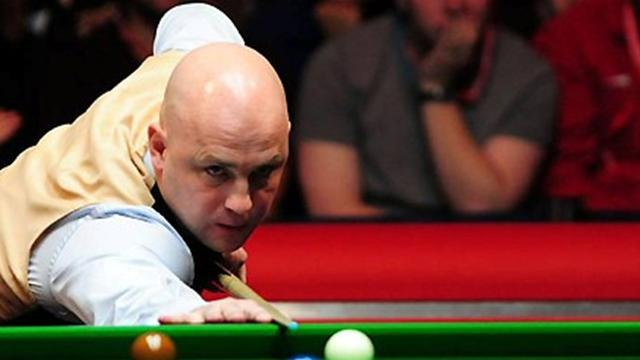Snooker - King shows mettle to lead Allen
