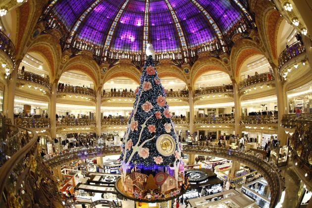 A giant Christmas tree stands in the middle of the Galeries Lafayette department store in Paris ahead of the holiday season in the French capital, November 6, 2013. REUTERS/Charles Platiau (FRANCE - Tags: SOCIETY)