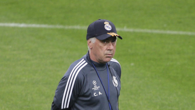 Football: Real Madrid coach Carlo Ancelotti during training