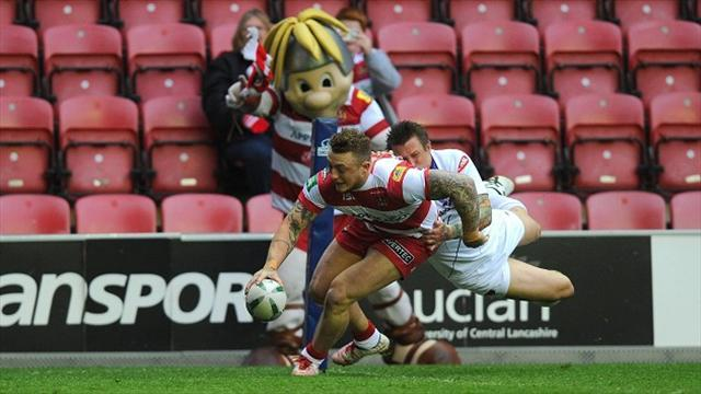 Rugby League - Warriors hammer Salford