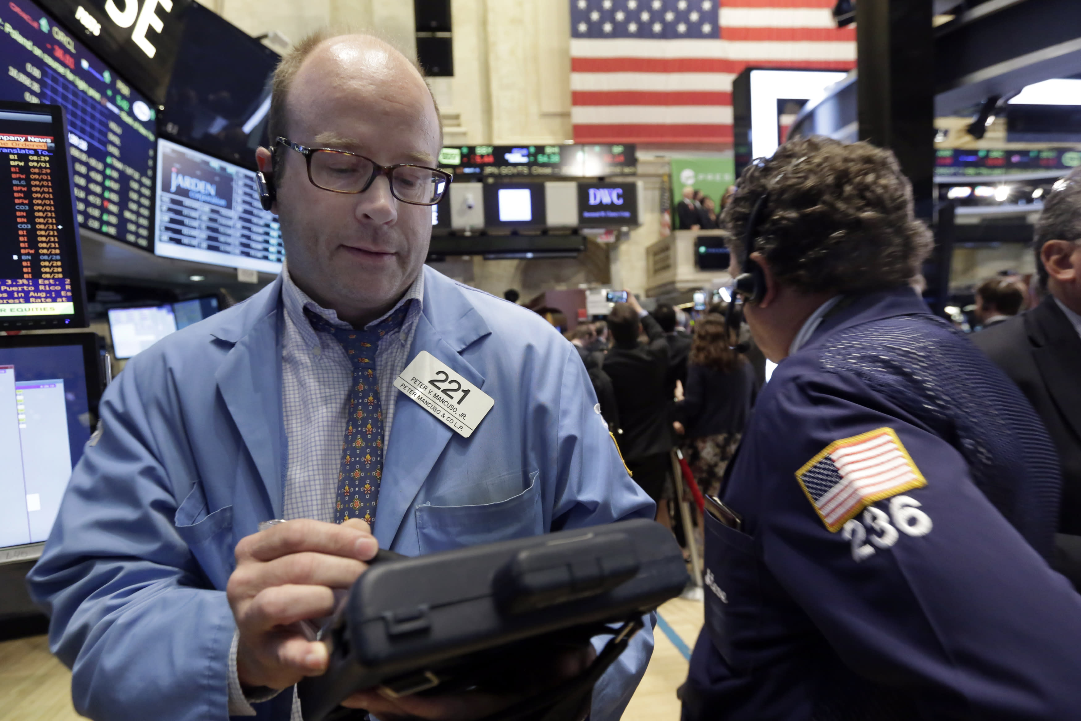 Stocks end week lower after U.S. jobs data leaves Fed move unclear