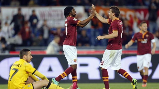 Serie A - Roma keep title race bubbling with seventh straight win