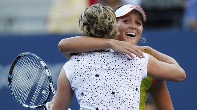 Robson stuns retiring Clijsters, Azarenka rolls on