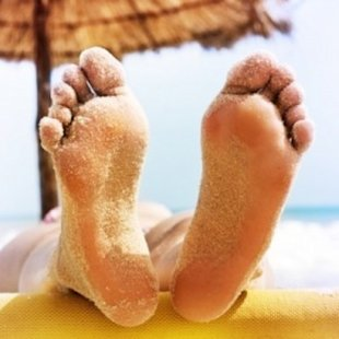 10 Ways to Keep Your Feet Happy During Pregnancy