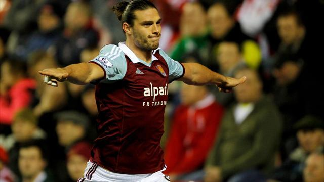 Premier League - Reject Carroll out to jolt Liverpool's title hopes