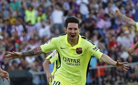 Barcelona's Lionel Messi celebrates his goal against Atletico Madrid during their Spanish first division soccer match at Vicente Calderon stadium in Madrid, Spain, May 17, 2015. REUTERS/Andrea Comas