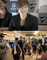 Kim Hyun-joong starts out his fan meeting world tour in Singapore