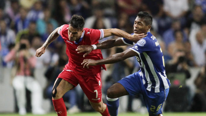 Porto's Sandro battles for the ball with Gil Vicente's Viana during their Portuguese Premier League match in Porto