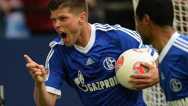 Bundesliga - Huntelaar double sends Schalke third