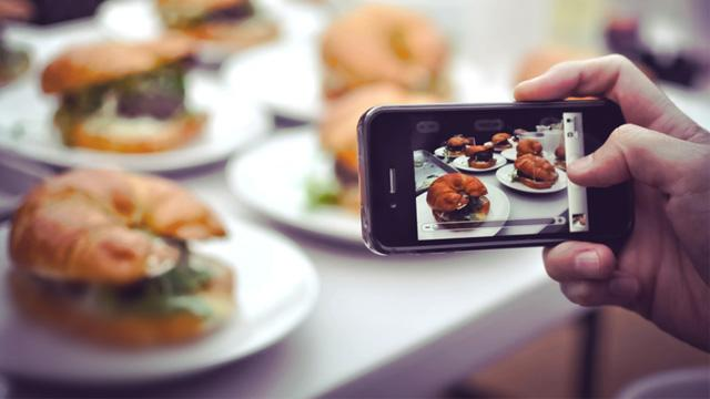 Restaurants Crack Down On Food Pics