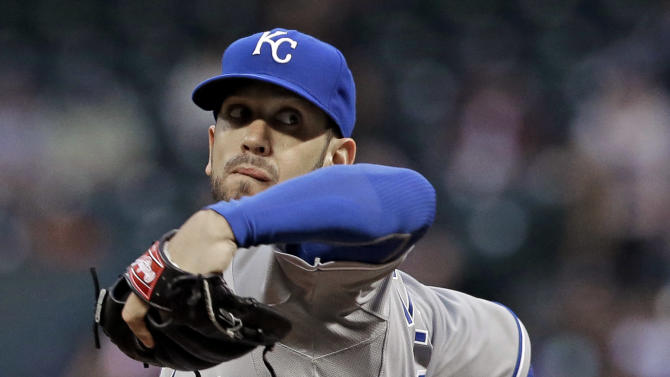 Shields strikes out 12, Royals sweep Astros 5-1