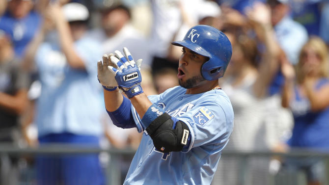 Royals rally for 5-2 win over Tigers