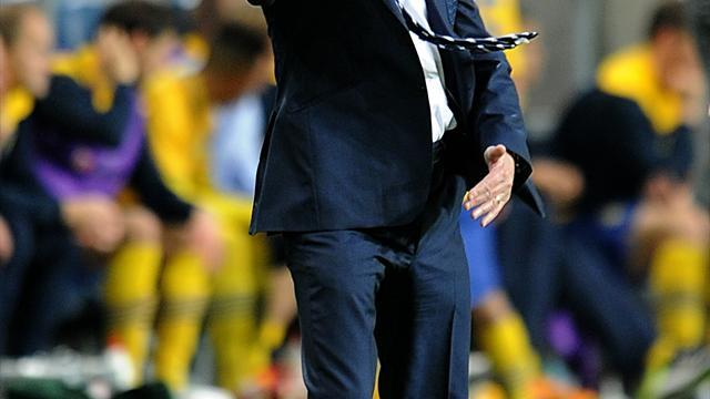 Football - Hodgson refuses to look back