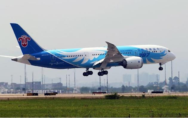 China Southern Airlines' Boeing 787 Dreamliner is seen landing in Guangzhou, southern China's Guangdong province, on June 2, 2013