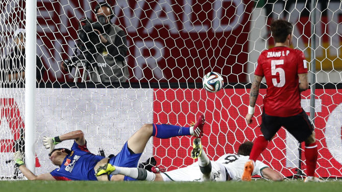 Bayern's Mario Mandzukic of Croatia, left, scores his side's second goal during their semifinal soccer match between Guangzhou Evergrande FC and FC Bayern Munich at the Club World Cup soccer tournament in Agadir, Morocco, Tuesday, Dec. 17, 2013