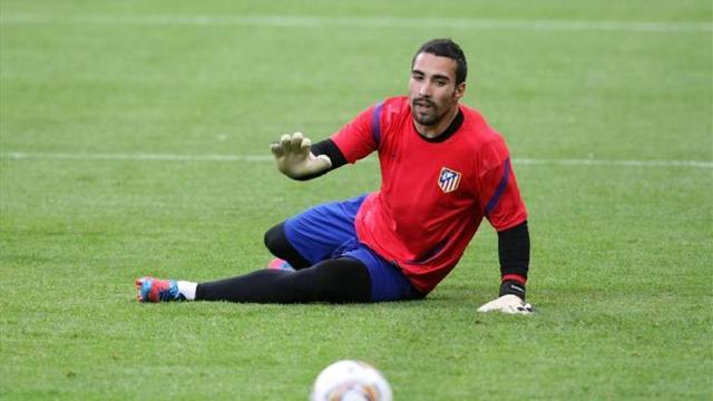 Liga - Villarreal sign Atletico's Asenjo