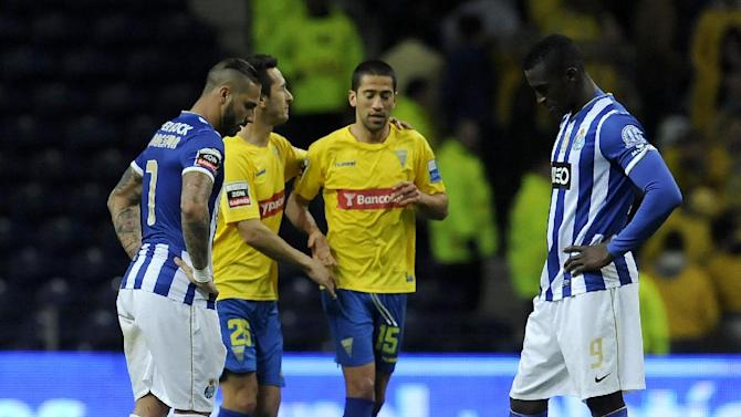 FC Porto's Jackson Martinez, from Colombia, and Ricardo Quaresma, left, react after Estoril's goal in a Portuguese League soccer match at the Dragao stadium, in Porto, Portugal, Sunday, Feb. 23, 2014. Porto lost 1-0. Evandro Goebel, second right, from Brazil, scored the only goal in Estoril's 1-0 victory