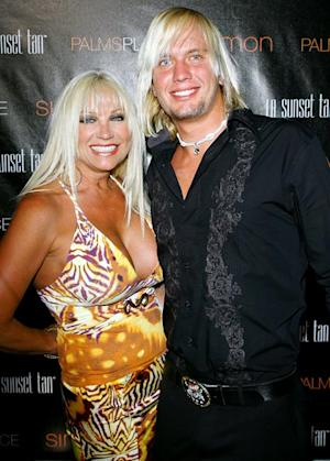 "Linda Hogan, 52: My 23-Year-Old Boyfriend Charlie Hill Is ""An Old Soul"""