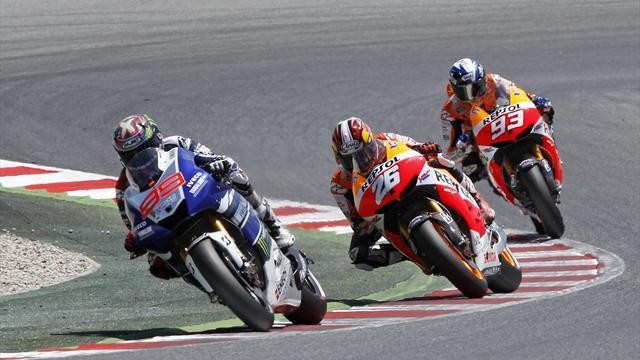 Motorcycling - Lorenzo breaks collarbone in Assen crash