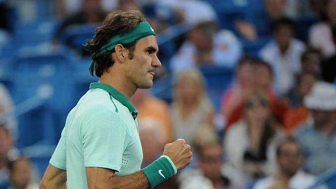 Tennis - Federer outclasses Murray to make Cincinnati semis