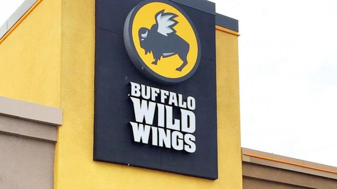 Server Helps Military Woman Honor a Fallen Soldier at Buffalo Wild Wings