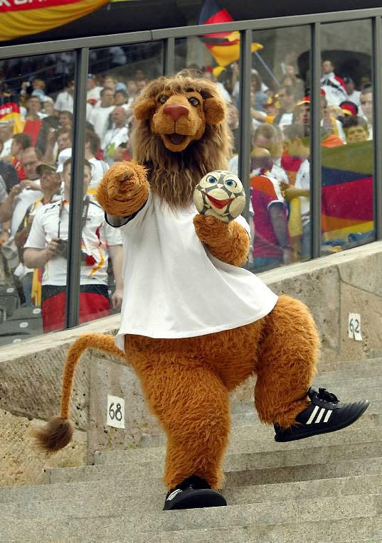 Goleo VI y Pille Mascota Mundial Alemania 2006