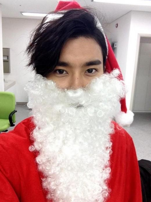 Choi Si Won transforms into a handsome Santa
