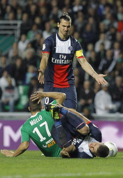 Paris Saint Germain's Zlatan Ibrahimovic, center, gestures to players during their French League One soccer match against Saint-Etienne, in Saint-Etienne, central France, Sunday, Oct. 27, 2013