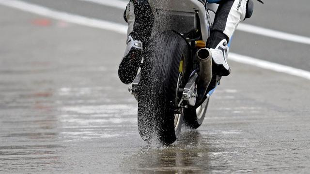 Motorcycling - Ducati test plans wrecked by rain