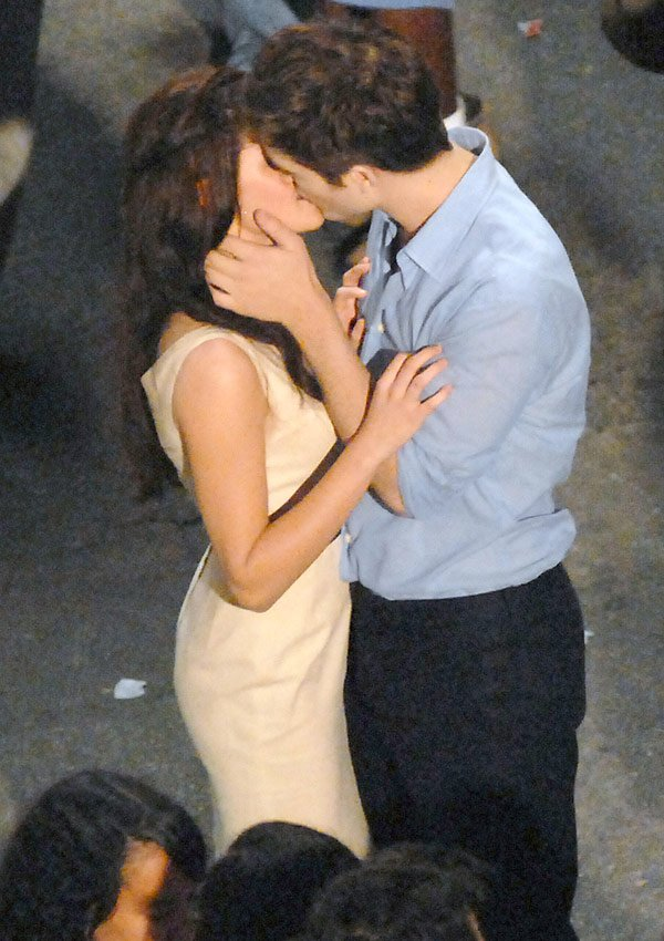 Robert Pattinson & Kristen Will Win MTV Best Kiss Says 'Twilight' Producer