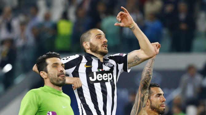Football: Juventus' Carlos Tevez (R), Giorgio Chiellini (C) and Gianluigi Buffon celebrate after the game