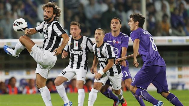Juventus' Andrea Pirlon (L) controls the ball during the Serie A football match between Fiorentina and Juventus at the Stadio Artemio Franchi in Florence on September 25, 2012 (AFP)